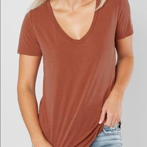 BKE so soft buckle core v neck top Nwot medium